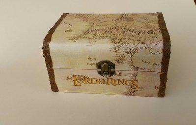 """Porta gioielli ispirato alla saga """"Il signore degli anelli"""" con mappa middle earth"""