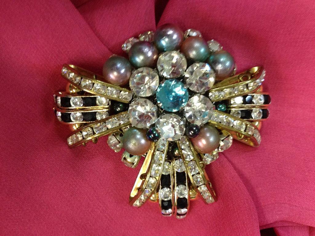 Spilla con perle colorate,  strass di brillanti e acquamarina - Fuochi d'artificio