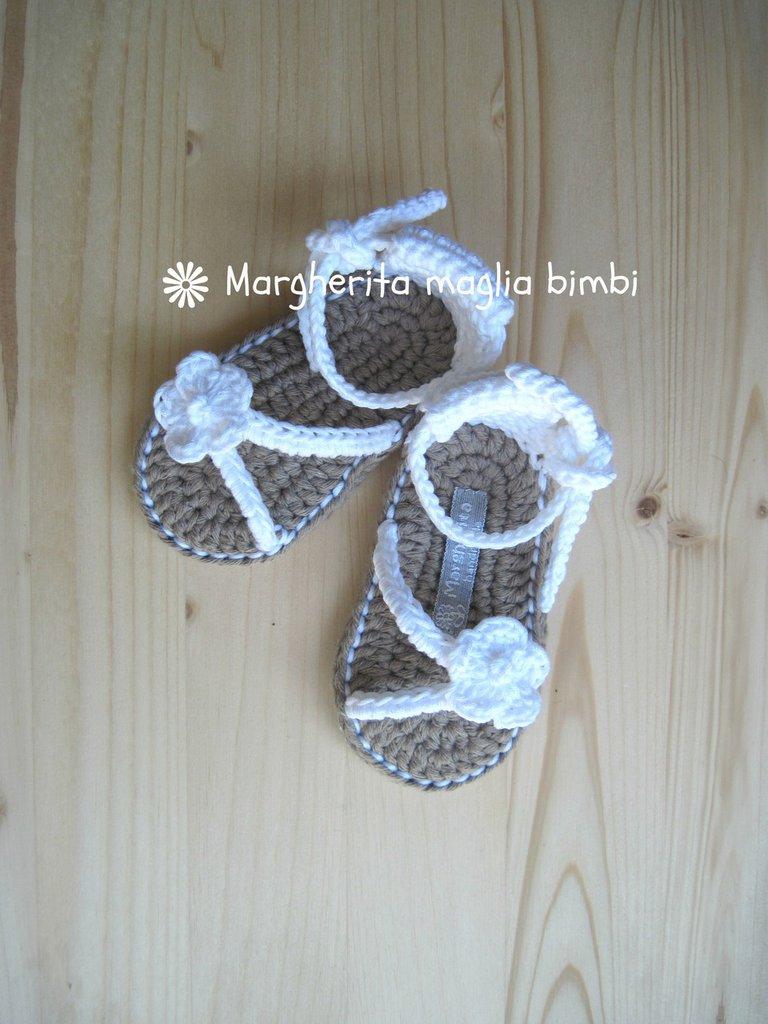 Scarpine sandali bianchi neonata/bambina fatti a mano in puro cotone -  uncinetto