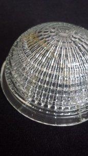 Coppa in vetro trasparente lavorato