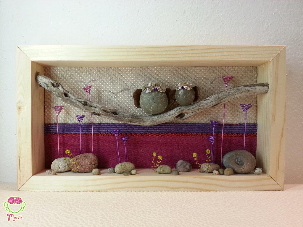 """Pebble art - Decorazione camerette dei bambini - Owl wall art - Quadro 3d """"Mamma gufo e il suo piccolo tra le viole"""""""