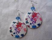 orecchini con disco in legno a disegni floreali e cristallo azzurro