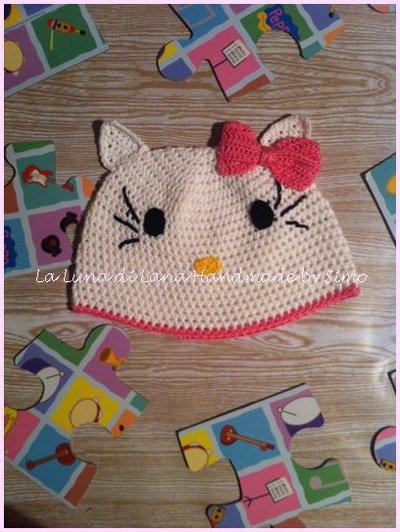 Cappellino  all'uncinetto per bambina ispirato a Hello Kitty
