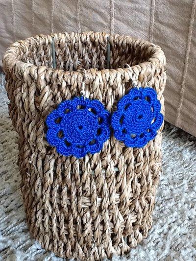 Orecchini pendenti ad uncinetto a forma di fiore, fatti a mano