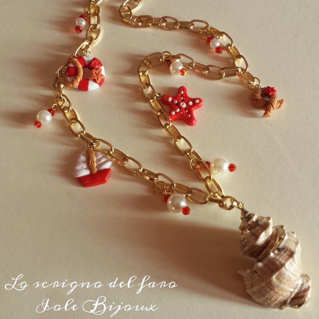 Collana catena dorata stile marinaro con conchiglia e ciondoli in fimo - salvagente, barca, corda e stella marina