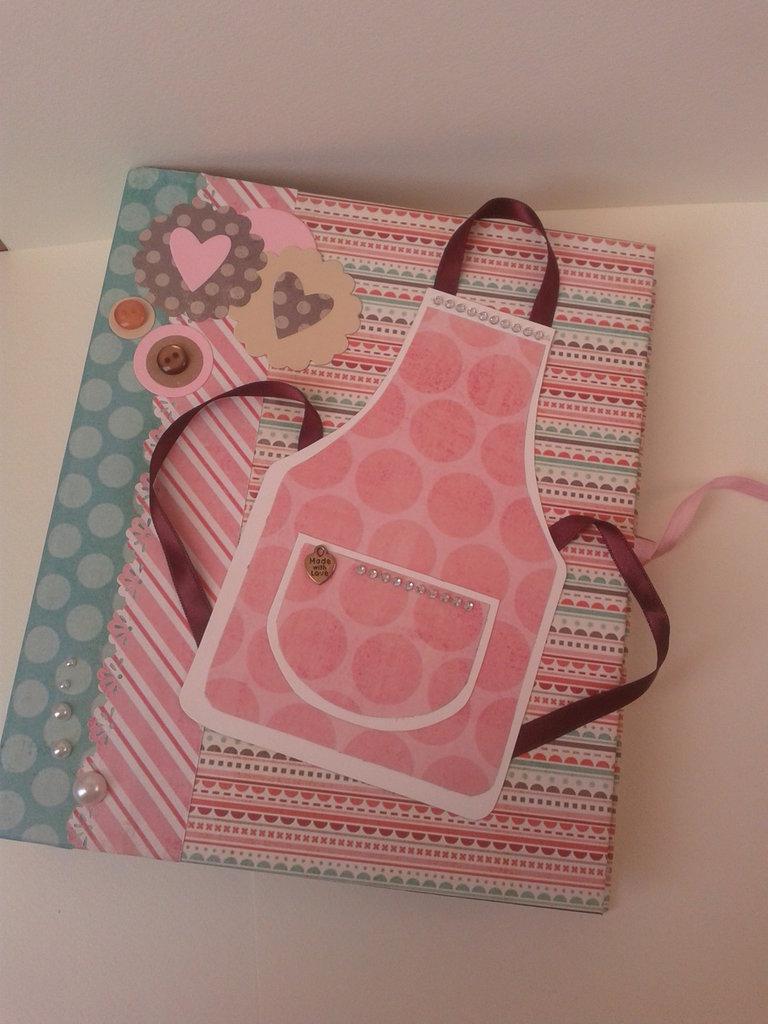 Ricettario quaderno ad anelli rosa e verde grembiule
