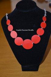 Collana cerchi rossi simmetrici - collana in plastica riciclata rossa - fatta a mano