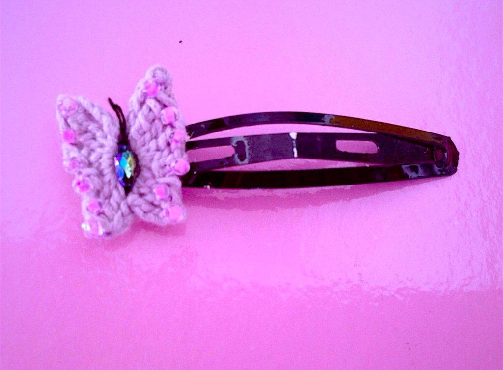 Molletta per capelli con farfalla all'uncinetto