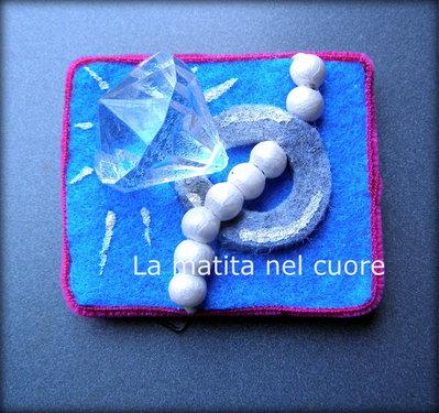 Calamita anello con brillante e collana di perle