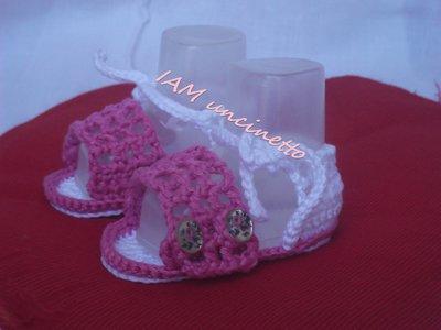 Sandalo all'uncinetto in cotone per neonata con preziosi bottoni