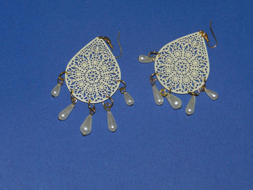 Orecchini in filigrana e perle