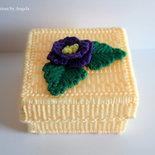 Scatola portagioie con fiore viola fatta a mano