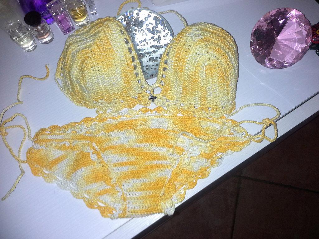 Bikini realizzato a mano