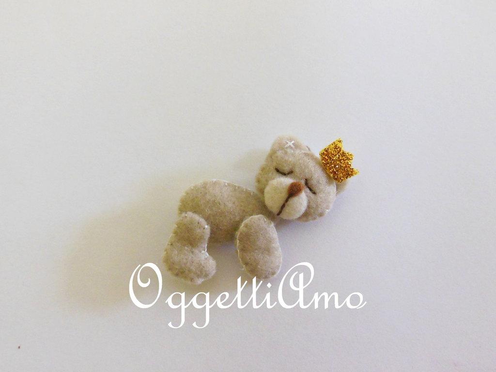 'Orsetto addormentato con corona': un delizioso gadget per le sue bomboniere