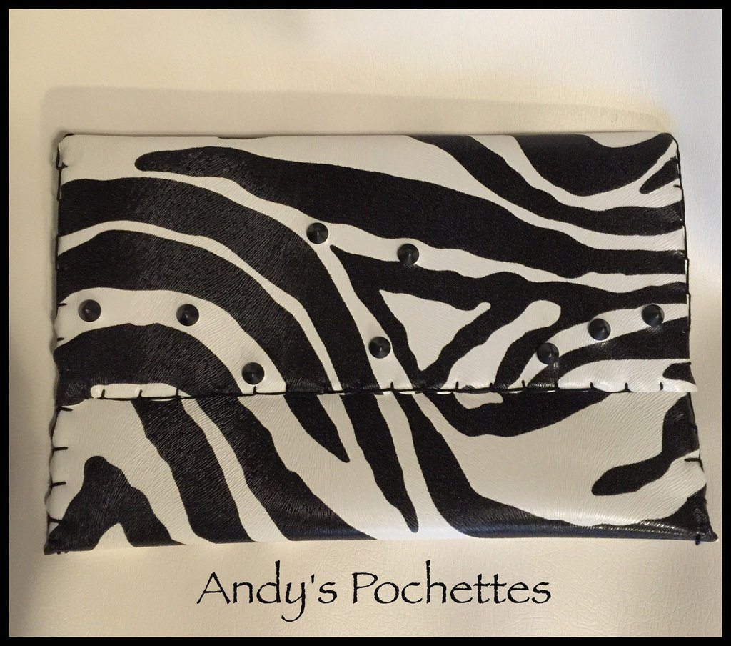 Pochette in ecopelle zebrata