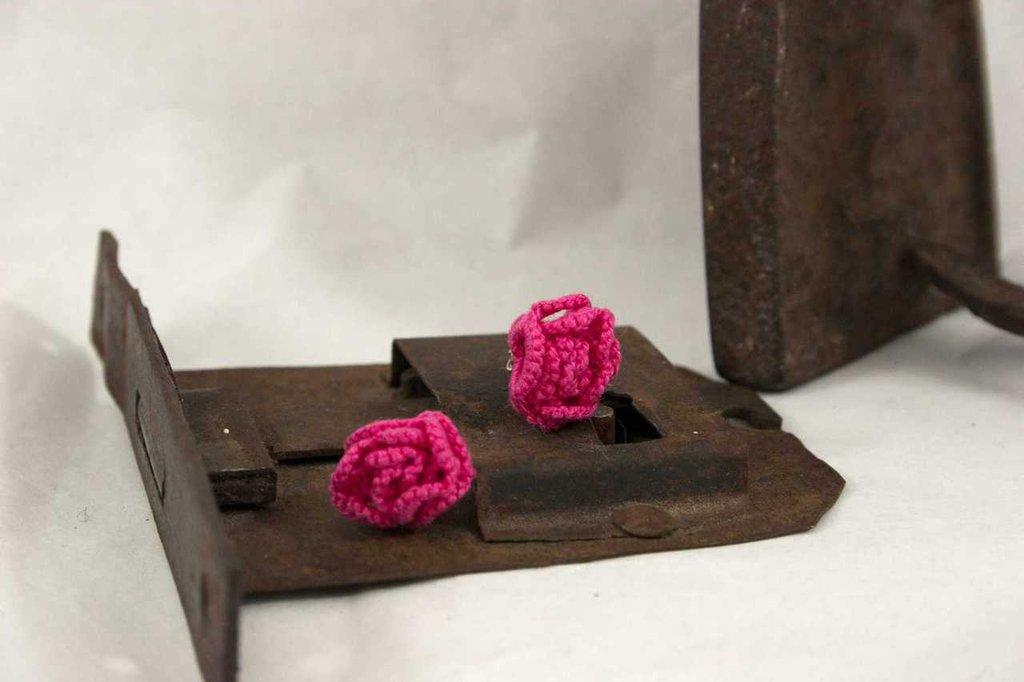 Orecchino chiacchierino rosellina rosa fucsia