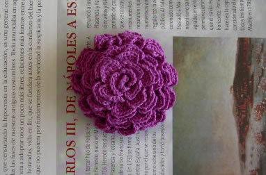 Broche violeta