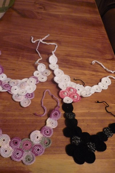 Collane uncinetto nei toni del rosa- crochet necklace