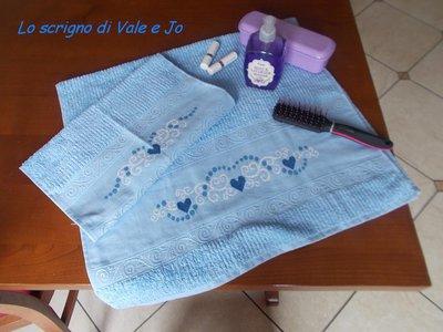 coppia asciugamani azzurri ricamati a mano punto croce 100% cotone idea regalo