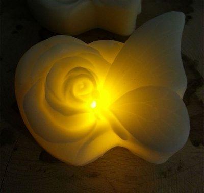 Candela in cera con LED - Farfalla&Rosa