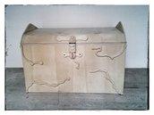 Baule in legno grezzo con decorazioni in rilievo (Cod _031)