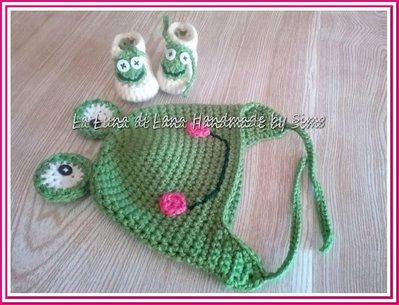 Cappellino e scarpine ad uncinetto per neonato a forma di ranocchio