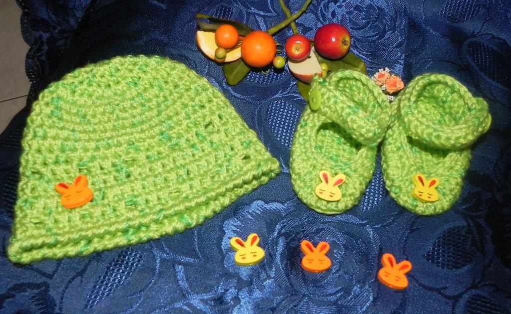 SCARPETTE + cappellino bimbi unsex realizzati ad uncinetto in misto lana