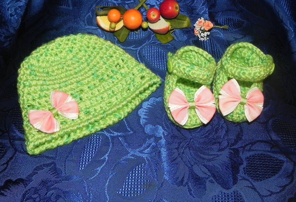 SCARPETTE + cappellino bambina FATTE A MANO in misto lana