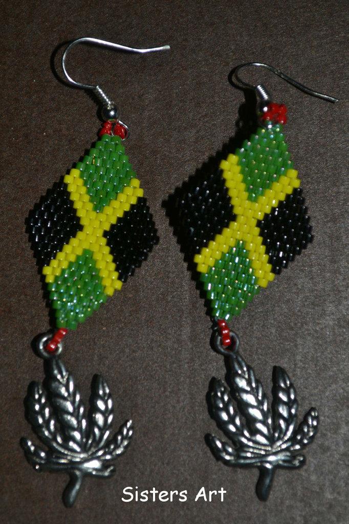 Orecchini Giamaica a peyote con perline Miyuki delica e pendente Cannabis in metallo