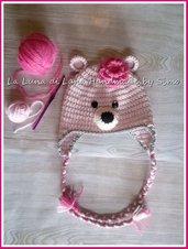 Cappello a uncinetto per  bambina a forma di orsetto rosa
