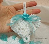 Sacchettino cuore matrimonio, battesimo, comunione - bomboniera portaconfetti in bianco e verde tiffany ad uncinetto