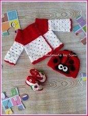Cardigan, scarpine e cappellino a uncinetto, completino per neonata in cotone