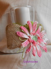 Candelabro - portacandela Gerbera rosa all'uncinetto fatto a mano