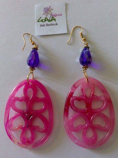 Orecchini con goccia viola in acrilico e ovale fucsia in resina