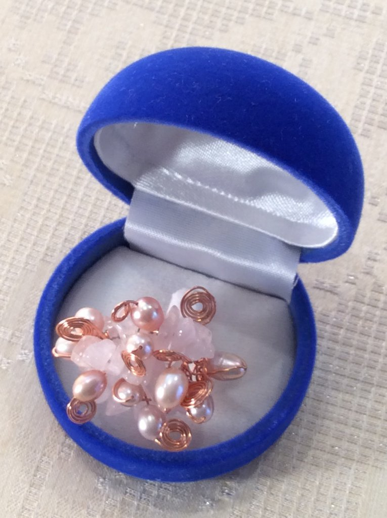 Anello in rame, perle e quarzo rosa