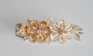 Fermaglio kanzashi colore beige e sabbia