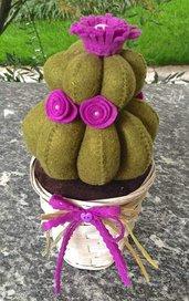 Cactus in feltro con fiori viola