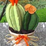 cactus in feltro con fiori arancione