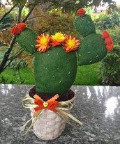 cactus fico d'india con fiori arancione