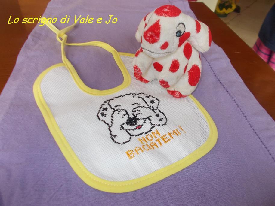 bavaglia in cotone ricamata a punto croce a mano con cane unisex gialla