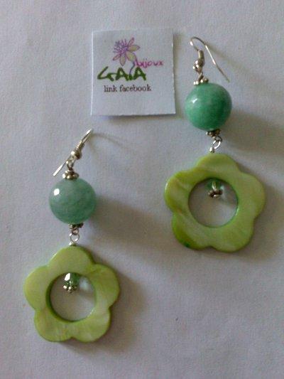 Orecchini verdi in agata e fiore madreperla