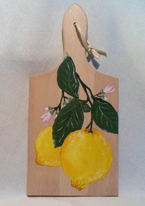 """TAGLIERE IN LEGNO naturale con manico, dipinto a mano,  """" Limoni """""""