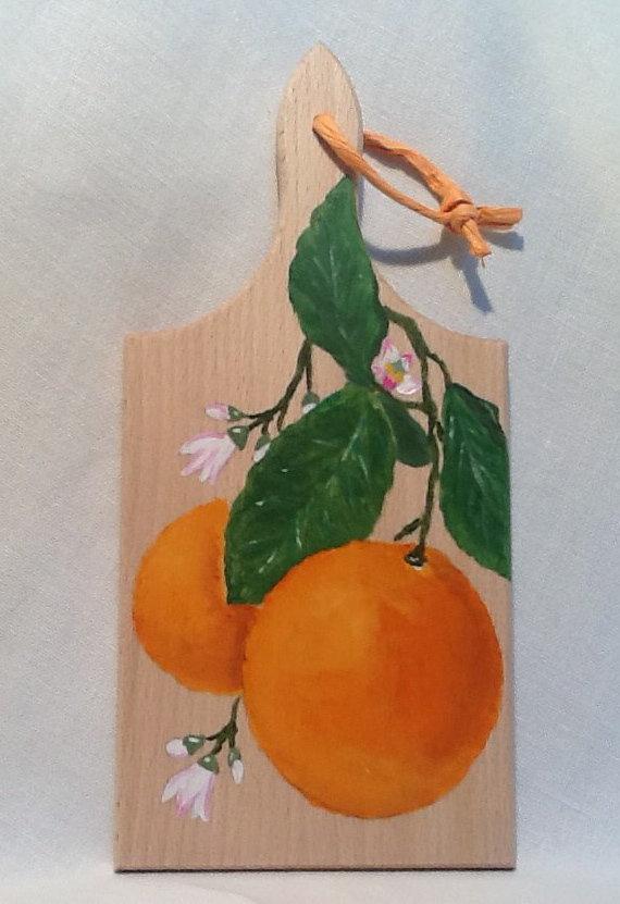 """TAGLIERE IN LEGNO naturale con manico, dipinto a mano,  """" Arance in Fiore """""""