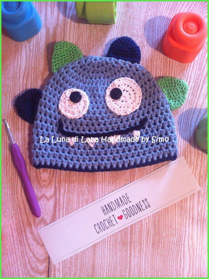 Cappellino a uncinetto per  bambino a forma di  Mostriciattolo Azzurro