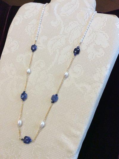 Chanel di dumortierite e perle