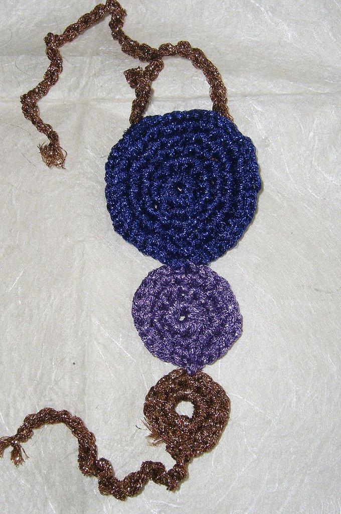 Bracciale a uncinetto con cerchi in lamè blu bronzo viola