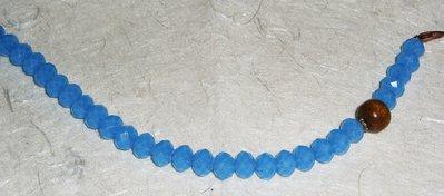 Bracciale in cristallo azzurro e legno