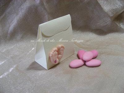 scatolina portaconfetti con piedini femminuccia