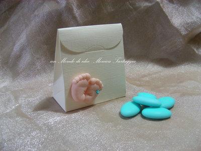 scatolina portaconfetti con piedini maschietto