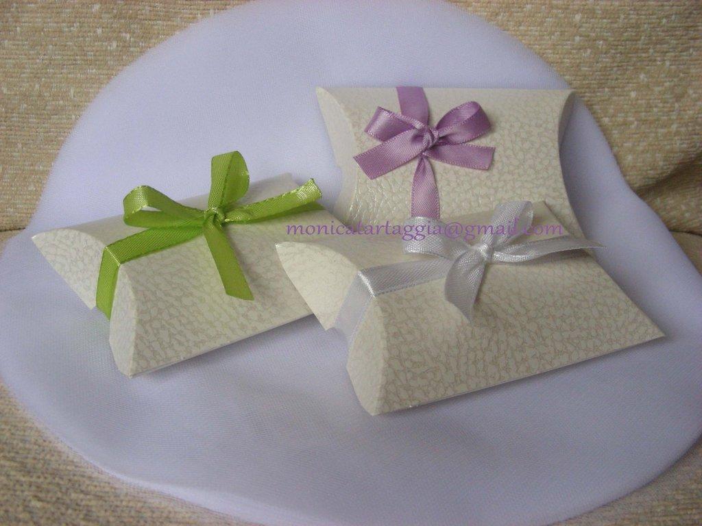 scatolina portaconfetti con nastrino